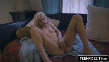 Il suo primo anale casting porno video