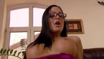 Kendra Lust ha un culo perfetto guardare il suo cazzo