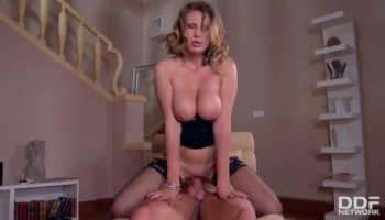 Tre ragazze hentai nude con cinghia sul dildo